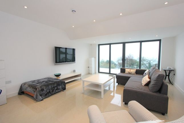 Thumbnail Flat to rent in Thatcher Avenue, Torquay
