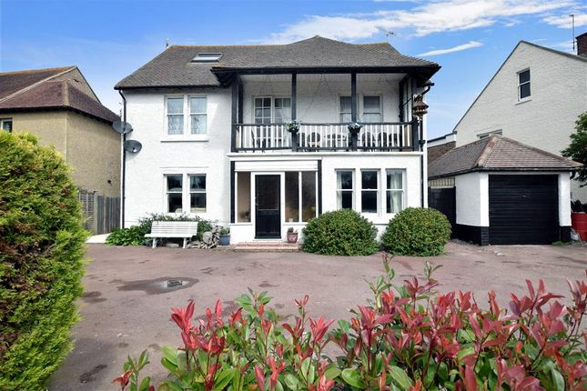 Thumbnail Detached house for sale in Maltravers Drive, Littlehampton, West Sussex