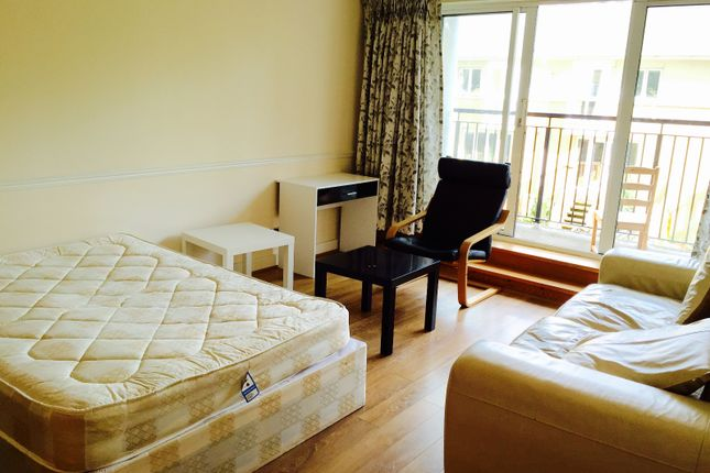 Room to rent in Newport Avenue, London