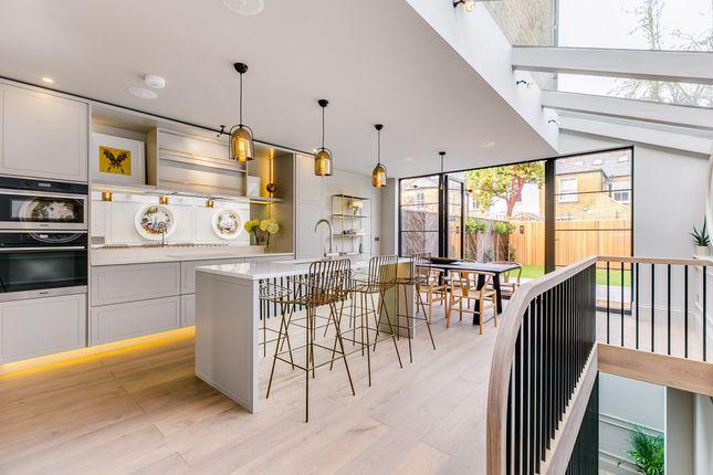 Thumbnail Terraced house for sale in Wavendon Avenue, London