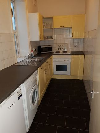 2 bed flat to rent in Wilmslow Road, Rusholme