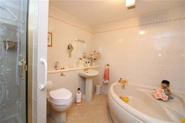 Bathroom of Windsor Court, Poulton-Le-Fylde FY6