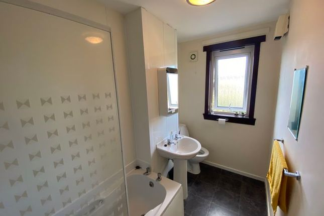Bathroom of Brington Place, Dundee DD4