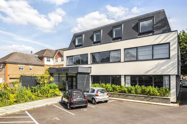 1 bed flat to rent in Strata House, Sunbury On Thames TW16