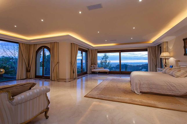 Thumbnail Villa for sale in Benahavis, Benahavis, Spain