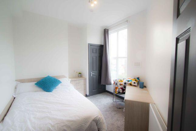 Thumbnail Flat to rent in Flat 2, 15 Hyde Park Terrace, Hyde Park