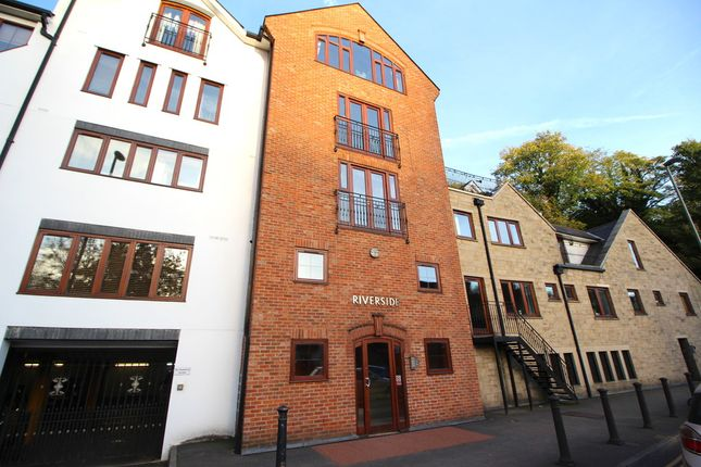 Thumbnail Flat to rent in Millbrook, Guildford