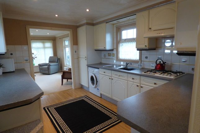 Living Space of Five Acres, Gibbet Hill Lane, Scrooby, Doncaster DN10