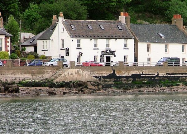 Thumbnail Pub/bar for sale in The Promenade, Limekilns, Fife