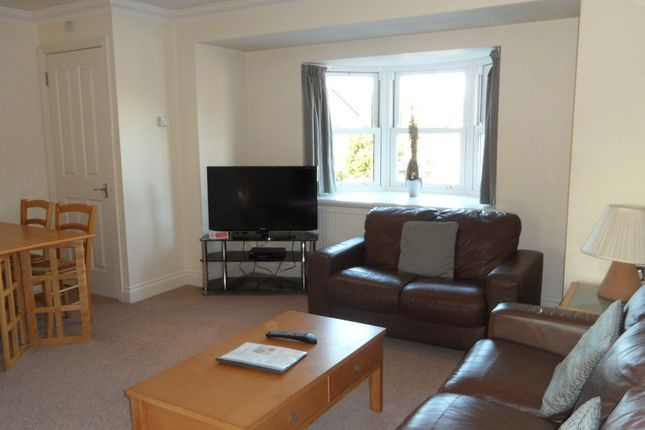 2 bed flat to rent in North Street, Egham