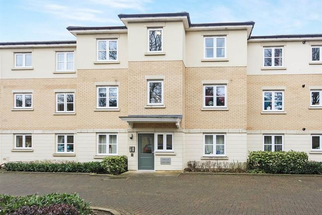 Thumbnail Flat for sale in Moorland Close, Witney