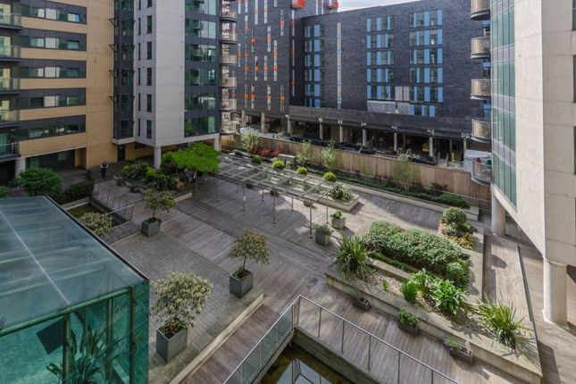 Thumbnail Flat for sale in Millharbour, London