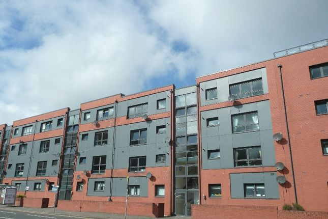 Thumbnail Flat to rent in Clarkston Road, Muirend, Glasgow