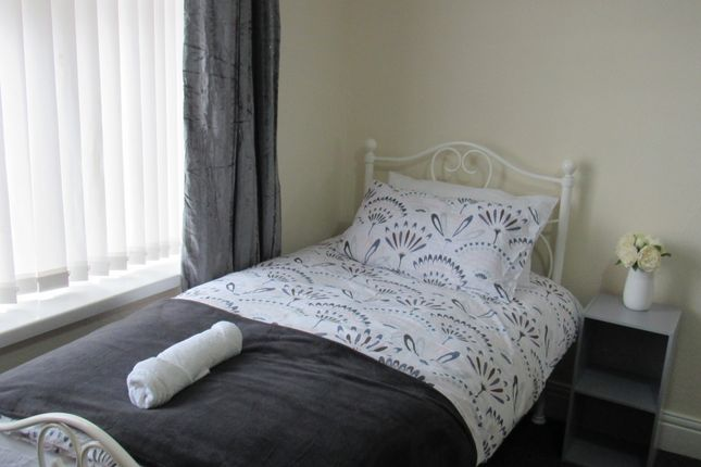 Thumbnail Flat to rent in West Road, Fenham