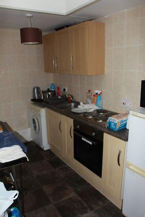 84A George St, Newcastle St5 1Dn (4)- Kitchen