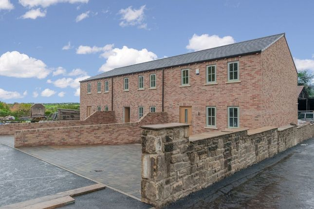 Thumbnail Town house for sale in Cliffe Lane, Gomersal, West Yorkshire
