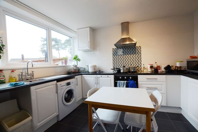 Thumbnail Maisonette to rent in Reading Road, Yateley
