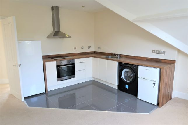 2 bed flat to rent in Windsor Road, Penarth CF64