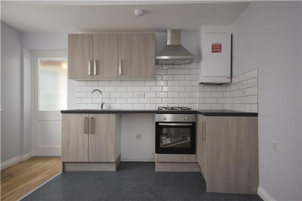 Thumbnail Flat to rent in Flat High Street, Keynsham, Bristol