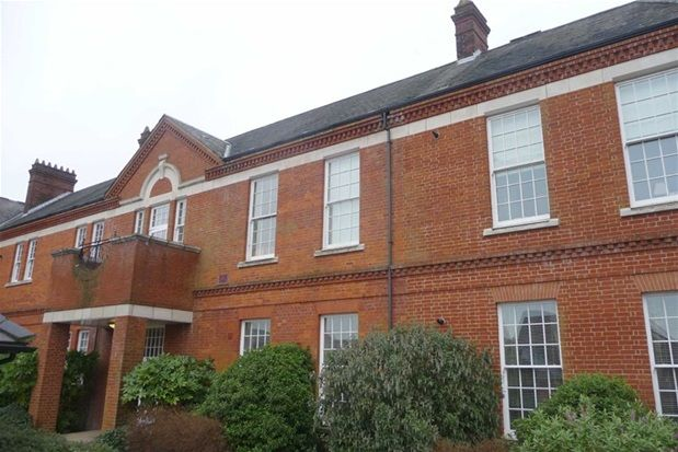 Thumbnail Flat to rent in Beckett Road, Nethern-On The Hill, Coulsdon