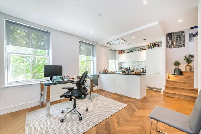 Flat to rent in Charlotte Street, London
