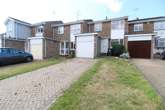3 bed terraced house to rent in Bedford Close, Rayleigh, Essex SS6