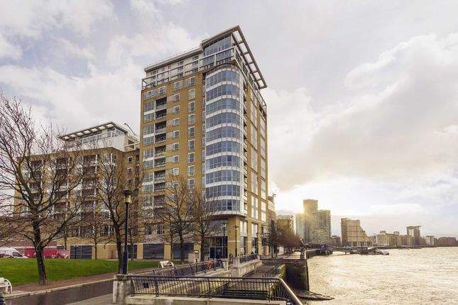 Thumbnail Flat for sale in Westferry Circus, London