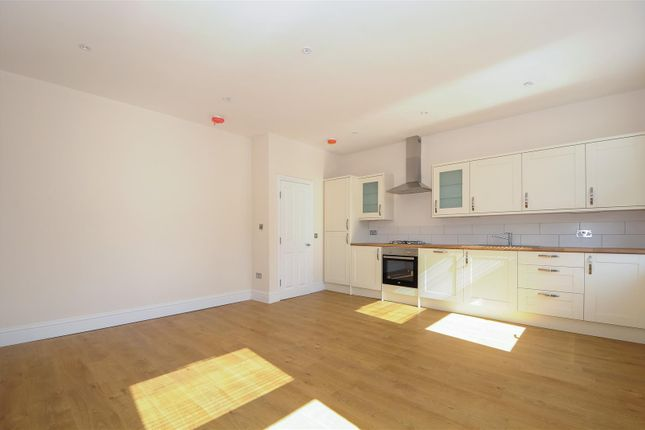 2 bed flat to rent in Tooting Market, Tooting High Street, London