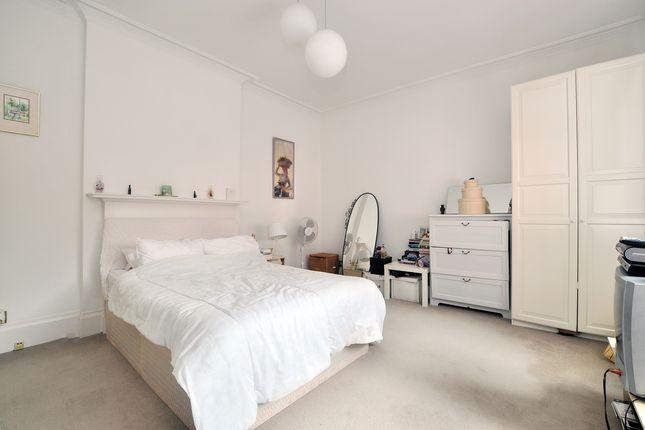 Bedroom-3-40 of Bracknell Gardens, London NW3