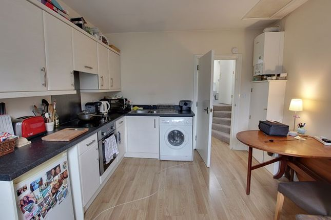 2 bed flat to rent in Albion Terrace, Bath BA1
