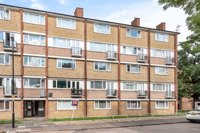 2 bed flat for sale in Longfield Crescent, London SE26