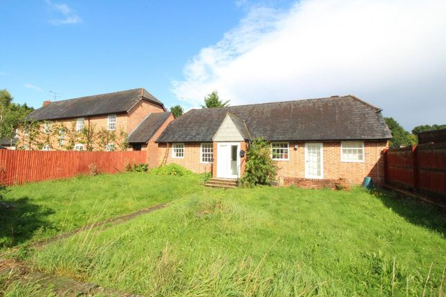 Thumbnail Bungalow to rent in High Street, Sandhurst, Berkshire