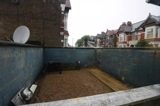 1 bed flat to rent in Park Parade, London NW10