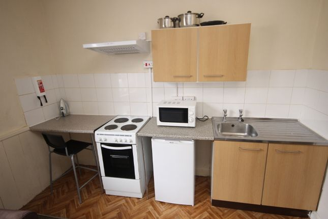 Thumbnail Flat to rent in Flat 3, Camberley, Beeston, Leeds