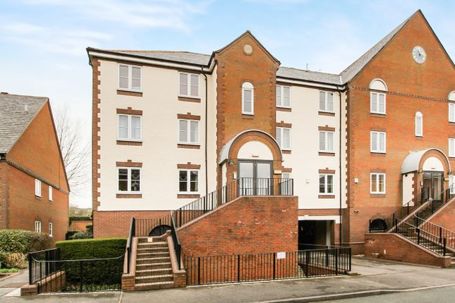 2 bed flat to rent in Waterside Court, Alton