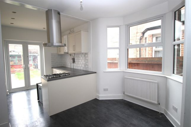 4 bed terraced house to rent in Westbury Avenue, London