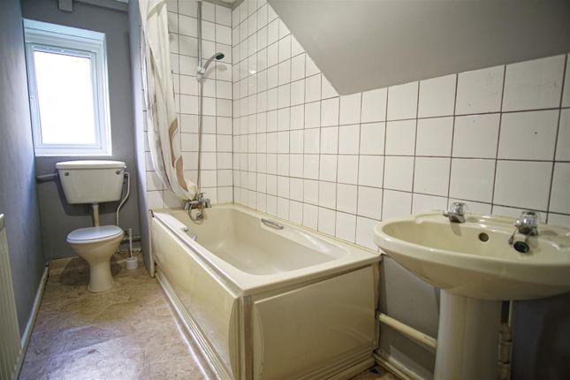 Bathroom of Samuel Street, Preston PR1