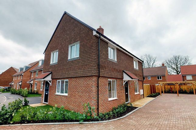 2 bedroom flat for sale in West End Gateway, Beldam Bridge Gardens, West End, Surrey
