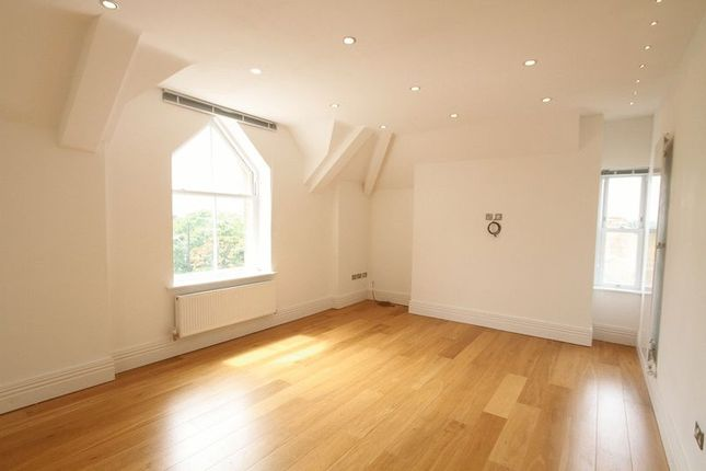 2 bed flat to rent in Hough Green, Chester