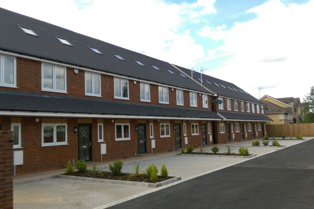 Thumbnail Town house to rent in Stoke Gardens, Slough