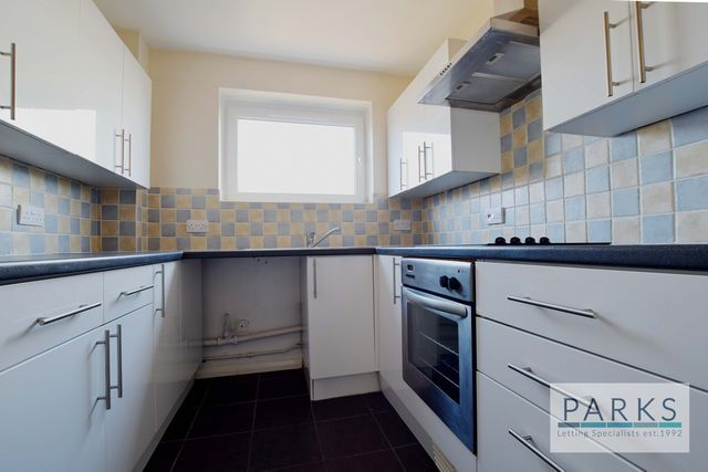 Thumbnail Flat to rent in Windsor Lodge, Third Avenue, Hove, East Sussex
