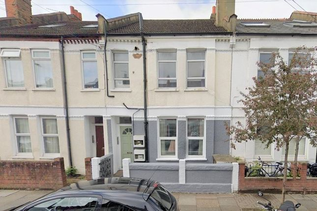 Thumbnail Flat to rent in Gilbey Road, London