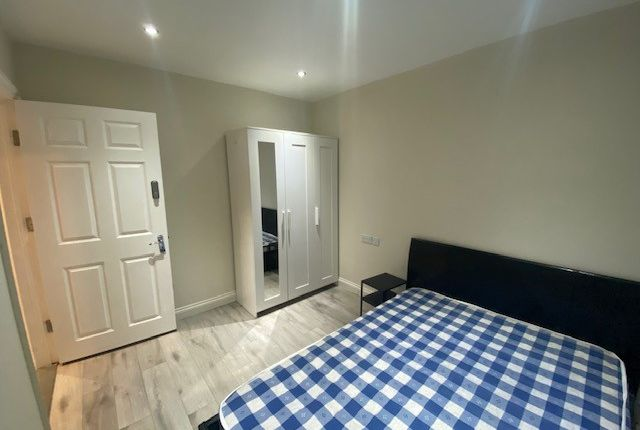 Thumbnail Flat to rent in Montrose Avenue, Edgware, Greater London