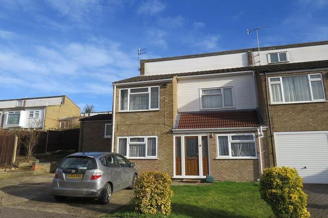 Thumbnail Property to rent in Caernarvon Close, Hemel Hempstead