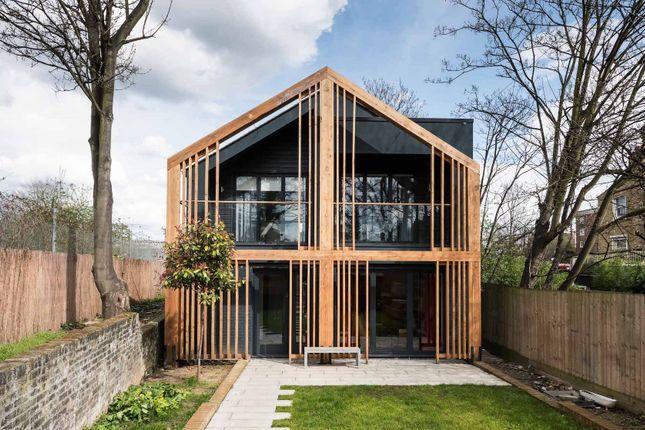 Thumbnail Town house to rent in Navarino Grove, London