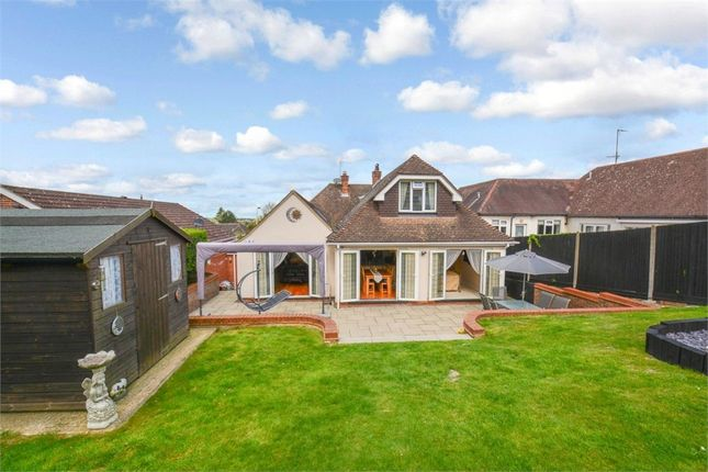 Thumbnail Detached bungalow for sale in Tring Road, Dunstable, Bedfordshire