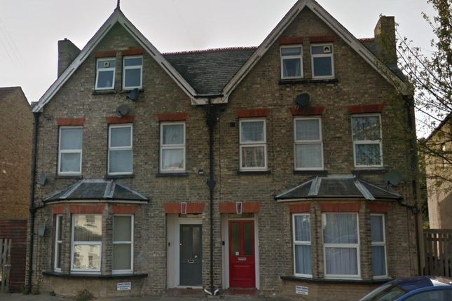 Thumbnail Flat to rent in Hayes Road, Clacton-On-Sea