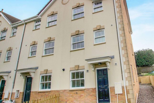 3 bed property to rent in Seion Place, Seven Sisters, Neath
