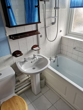 Bathroom of Wickham Court, Gosport PO12