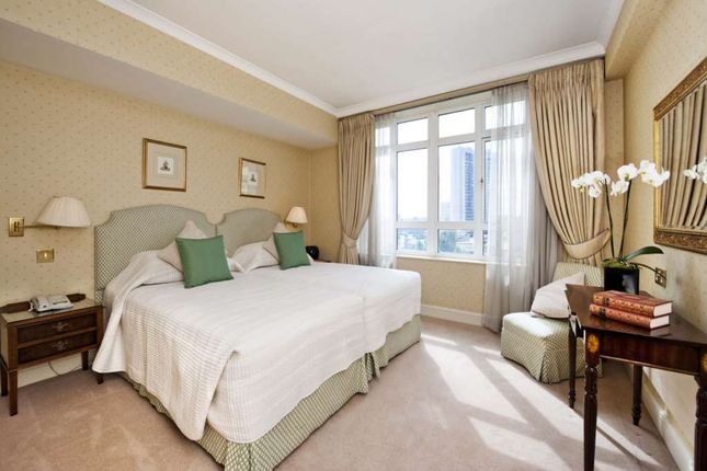 Thumbnail Flat to rent in Park Lane, London